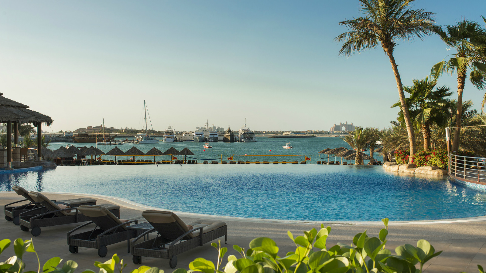 Pool and Beach Access Le Meridien Mina Seyahi